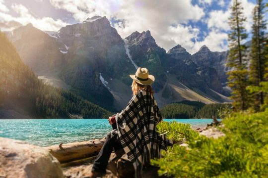 THOUGHTFUL WOMAN IN MOUNTAINS pexels-andre-furtado-2916820